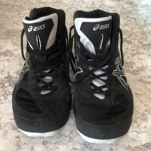 Men's Asics wrestling shoes size and 10